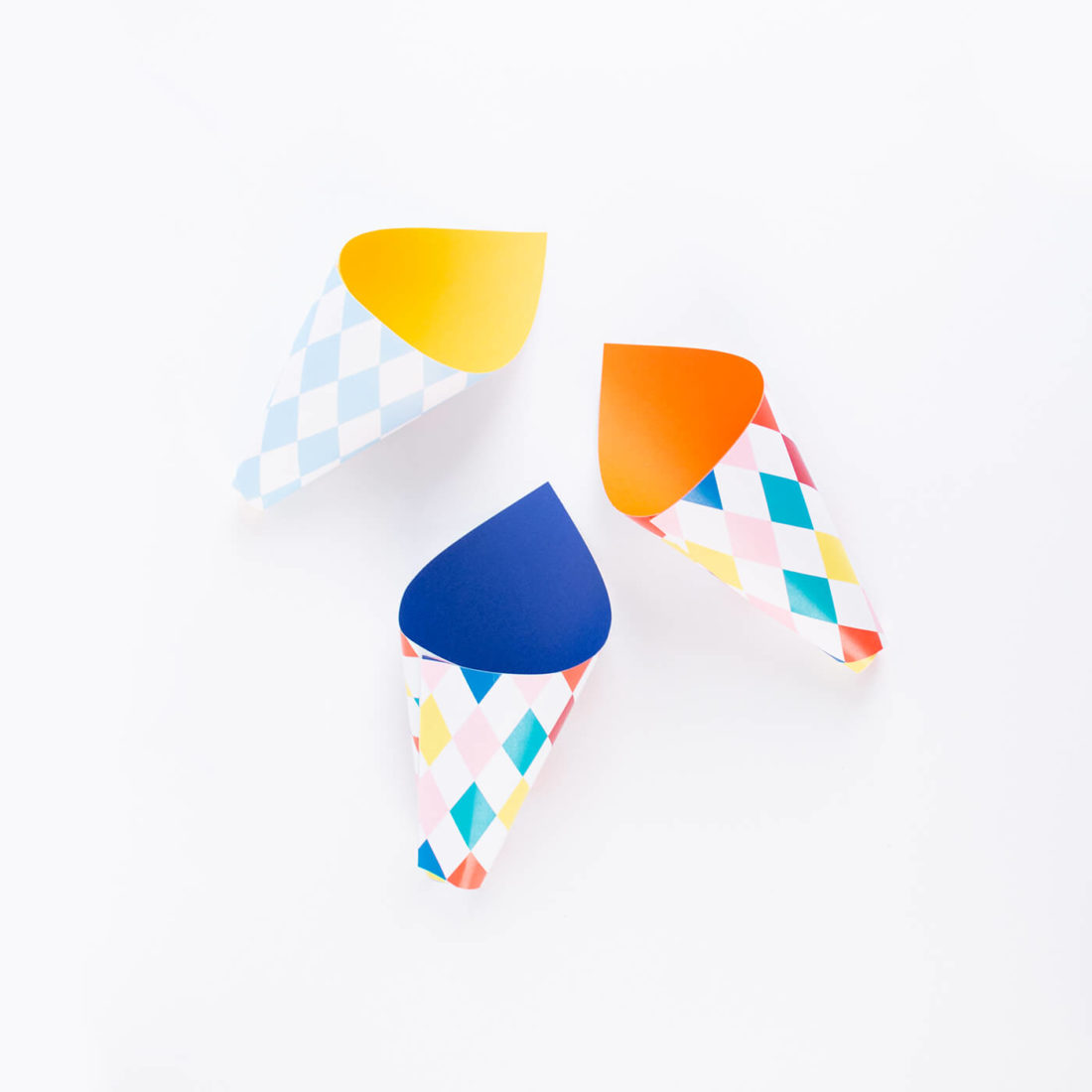Colored cones to fill with donuts for a snack with children