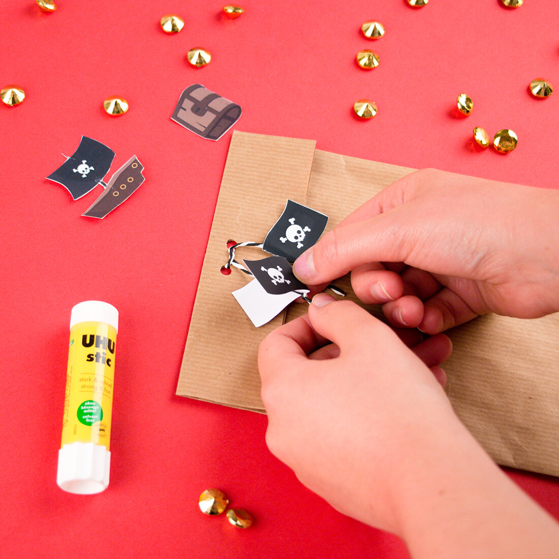 Do it yourself to make a pirate party bag